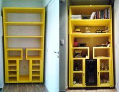 Apartamento da leitora: Elda Vieira | Comprando Meu Apê Tall Cabinet Storage, Bookcase, Fresca, Shelves, Grande, Furniture, Home Decor, Cob House Kitchen, Houses
