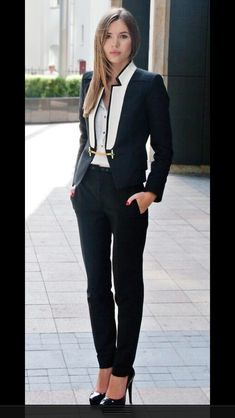 Gold Chain 25 Stylish Work Outfit Ideas - Every woman wants to look stylish 24 hours at day. Looking stylish at the office is great challenge. Choosing the right outfit for work can be hard. Office Attire, Work Attire, Office Outfits, Mode Outfits, Outfit Work, Man Outfit, Mode Chic, Mode Style, Men's Style