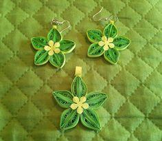 Orecchini fiore verde e giallo in quilling