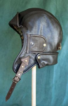 Resultados da Pesquisa de imagens do Google para http://leatherandart.co.nz/wp-content/uploads/2009/08/aviator_helmet_profile.jpg