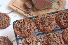 Chocolate Crunchies recipe by Theretrokitchen posted on 10 Jun 2019 . Recipe has a rating of by 3 members and the recipe belongs in the Biscuits & Pastries recipes category Biscuit Cake, Biscuit Cookies, Biscuit Recipe, Cookie Cups, Cake Roll Recipes, Pastry Recipes, Cookie Recipes, South African Desserts, Peppermint Crisp
