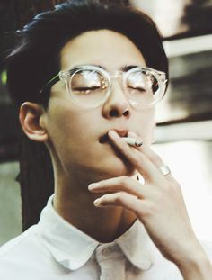 asian gekky men smoking