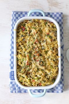 Pasta casserole with smoked chicken - Lekker en Simpel - Pasta oven dish with smoked chicken. A super tasty oven dish that is easy to make. Cooking For Dummies, Easy Cooking, I Love Food, Good Food, Yummy Food, Oven Dishes, Pasta Dishes, Diet Food To Lose Weight, Pasta Recipes