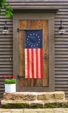 Amazing 19 Front Door Flag Decor Ideas You Need To See Brilliant Amazing 19 Front Door Flag Decor I Primitive Homes, Country Primitive, Primitive Decor, Primitive Bedroom, Prim Decor, Primitive Antiques, A Lovely Journey, Saltbox Houses, Front Door Decor