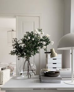 MaisonsBlanches Interior Styling, Interior Decorating, Interior Design, Interior Work, Living Room Seating, Dining Room, Ivy House, Decorating Small Spaces, Apartment Design