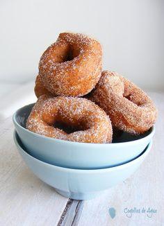 Hispanic Desserts, Spanish Food, Churros, Flan, Fun Desserts, Bagel, Doughnut, Biscotti, Donuts