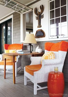 Takes a little bit more creativity to keep it coastal while bringing in bit of traditional fall colors and themes.  Enjoy these 10 fun front porch ideas for decorating with a beach or lake home feel!