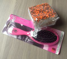 POPSUGAR Must Have Box Review – October 2013  The Wet Brush – Value $14. I already have one of these and LOVE it. Need the spare :)  The Crispery Halloween CrispyCake – Value $3.95. This looks beyond decadent. So excited :)