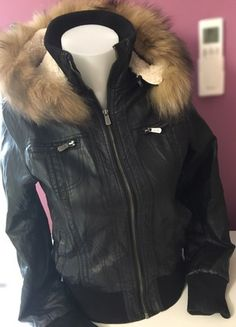 À vendre sur #vintedfrance ! http://www.vinted.fr/mode-femmes/vestes-en-cuir/56644126-veste-noire-en-cuir-avec-capuche