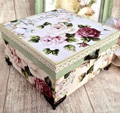 Cigar Box Projects, Cigar Box Crafts, Decoupage Box, Decoupage Vintage, Handmade Crafts, Diy And Crafts, Fabric Covered Boxes, Altered Cigar Boxes, Mod Podge Crafts