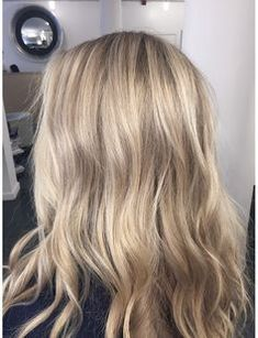 Beige-Blond ist der Haarfarben-Trend auf Pinterest! Wir zeigen die schönsten Looks rund um den sanften Blond-Ton ▻ auf ELLE.de!