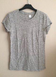 Kup mój przedmiot na #vintedpl http://www.vinted.pl/damska-odziez/koszulki-z-krotkim-rekawem-t-shirty/17683558-szara-bluzka-hm-xs