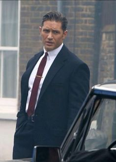 Tom Hardy dear lord could he look any better?!?