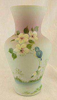 Fenton Art Glass Vase in Green Burmese. Fenton Glassware, Crystal Glassware, Vintage Vases, Vintage Glassware, Glass Company, Carnival Glass, Pottery Vase, Antique Glass, Colored Glass