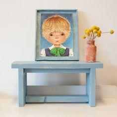 Een lief Bankje!Een kinderbankje voor de kleintjes in de kleur blauw/grijs gemaakt van steigerhout. Maar ook leuk om als bijzetter te gebruiken, je kunt er oneindig mee decoreren.
