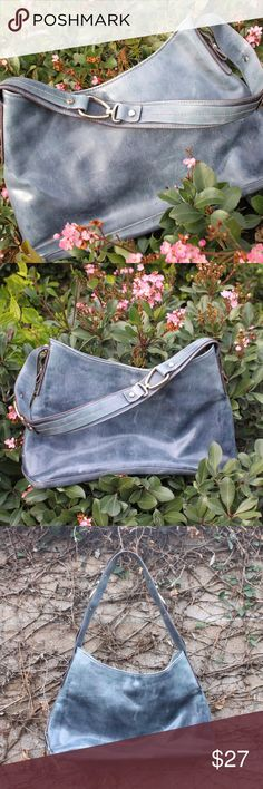 blue purse great condition. Make an offer! I am flexible with my listings. 30% off 2 or more bundles. Liz Claiborne Bags