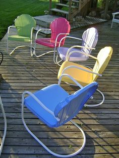 Vintage metal lawn chairs. Lawn, deck and pool side seating. Green, Pink, White, Yellow, Blue powder coating. #powdercoating
