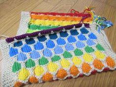 編み方はとても簡単なのに、かわいすぎる ハニカム ブランケット。本当に 蜂の巣みたいですよねーつくり目は 8の倍数 + 4フリーパターンは  こちら裏側...