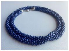 Collar XL, tejido con cuentas en color azul. Para usar largo o doble. by www.facebook.com/Rolina.easygoing