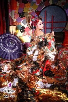 Traditional Japanese Kimono, Japanese Art, Japanese Outfits, Kokoro, Hanfu, Chinese Style, Most Beautiful Women, Asian Art, Traditional Outfits