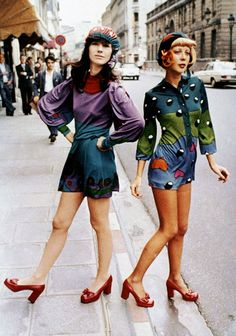 Louis Féraud fashion on the streets of Paris, 1972 vintage fashion 70s shorts color photo print ad designer red platform shoes blue green purple poly graphic print models magazine