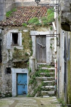 1 million+ Stunning Free Images to Use Anywhere Old Doors, Windows And Doors, Abandoned Houses, Old Houses, Free To Use Images, Fairy Garden Houses, Miniature Houses, Miniature Rooms, Stone Houses