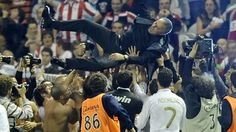José Mourinho (C) celebrates after victory over Athletic Club #thespecialone