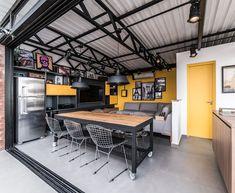 decoracao-industrial-area-gourmet Garage Interior, Office Interior Design, Interior Styling, Industrial Home Design, Industrial House, Loft Interiors, Office Interiors, Backyard Office, Showroom Design