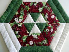 Hexagon mug rug, Christmas mug rug, quilted holiday mug rug, snack mat, candle mat, red, white, green, quiltsy handmade by SusansPassion on Etsy
