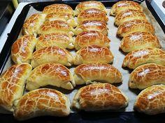 Pozsonyi kiflit sütöttem, a megunhatatlan kedvencnek most is sikere van Hungarian Desserts, Hungarian Recipes, Bread Dough Recipe, Cake Decorating Techniques, Yummy Cookies, Hot Dog Buns, Cookie Recipes, Bakery, Food And Drink