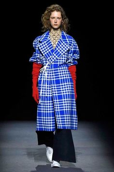 lovely and spunky Fashion Week, Fashion Show, Jacquemus, Madame, Mannequins, Old And New, Burberry, Runway, Menswear