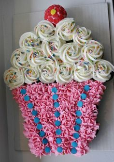 Cupcake Cake! Best Birthday Pull Apart Cupcake Cakes. Simple creative cake inspiration for a birthday party celebration.: