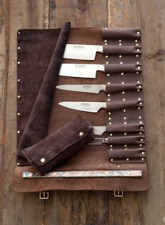 I wish I had my own set of cooking knives so I could buy this beautiful leather case...