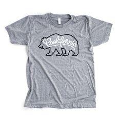 T-shirts Friends Of Type Si vous aimez l'art du lettrage, Friends Of Type doit déjà faire partie de vos favoris… Fondé en 2009 par une équipe de 4 designers professionnels, le site est quotidiennement alimenté en créations originales, focalisées sur l'univers de la typographie. Logos, illustrations, croquis, enseignes, objets… http://www.grafitee.fr/tee-shirt/friends-of-type/ #lifestyle #fashion #type #Tshirts #USA #FriendsOfType #FOT