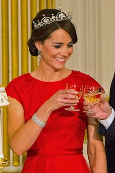 The Duchess of Cambridge's Royal Jewels: The second royal tiara that the Queen l. The Duchess of C Lady Diana, Kate Middleton Wedding, Kate Middleton Style, Royal Tiaras, Tiaras And Crowns, Duchess Kate, Duchess Of Cambridge, Lovers Knot Tiara, Diamond Chandelier Earrings