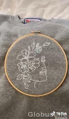 Hand Embroidery Videos, Embroidery Flowers Pattern, Creative Embroidery, Simple Embroidery, Hand Embroidery Stitches, Hand Embroidery Designs, Cross Stitch Embroidery, Embroidery Hoop Art, Diy Embroidery On Clothes