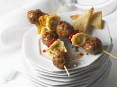 Spieße mit Hackklößchen und Ravioli ist ein Rezept mit frischen Zutaten aus der Kategorie Fleisch. Probieren Sie dieses und weitere Rezepte von EAT SMARTER!