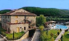 Locanda in Tuscany, ottimo country Resort all' insegna dell' eleganza e del gusto, che permette grazie alla sua location di rilassarsi e di ammirare il meraviglioso paesaggio naturale tipico della regione.