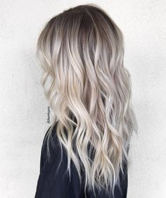 Blonde Balayage Discover 50 HOTTEST Balayage Hair Ideas to Try in 2020 - Hair Adviser Balayage hair will refresh your look and fix some flaws in the appearance. Find out what balayage highlights will suit your hair length type and texture. Balayge Blond, Ash Blonde Hair Balayage, Blonde Hair Looks, Platinum Blonde Hair, Icy Blonde, Balayage Highlights, Blonde Hair With Dark Roots, Balayage Ombre, Bright Blonde