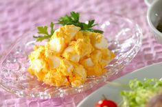 材料も、味付けもシンプルな、卵だけを使ったサラダです!