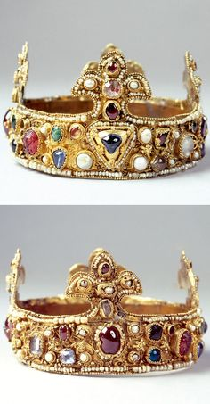 Essen crown. The small crown is the oldest surviving crown of lilies in Europe. It is stored for almost a millennium in the Essen treasury. It was used until the 16th century at the coronation of the Golden Madonna at the Candlemas on February 2nd. The gold band with 4 lilies is decorated with filigree patterns of coupled gold wires, set with pearls and precious stones. The crown was created at the second half of the 11th century. The origin of the crown is unclear.