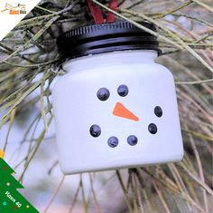 Snow Man Ornament made from empty baby food jars! (not that we have baby jars lol) Snowman Christmas Ornaments, Snowman Crafts, Diy Christmas Ornaments, Christmas Fun, Holiday Crafts, Christmas Decorations, Homemade Ornaments, Clear Ornaments, Centerpiece Decorations