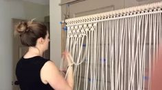 HOLLY MUELLER HOME. THIS IS NOT A STEP BY STEP VIDEO. This past week I had the pleasure of hanging out with the lovely Holly Mueller in her home studio while she started a new large scale macrame wall hanging. Hollys contemporary take on macrame is both Macrame Art, Macrame Projects, How To Macrame, Macrame Wall Hangings, Macrame Wall Hanging Diy, Macrame Youtube, Macrame Curtain, Ideias Diy, Boho Room