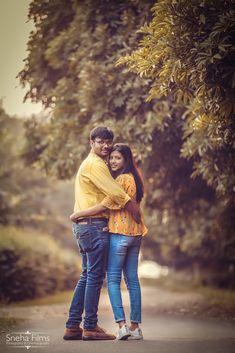 Indian Wedding Poses, Indian Wedding Couple Photography, Pre Wedding Poses, Wedding Couple Poses Photography, Couple Picture Poses, Couple Photoshoot Poses, Couple Posing, Wedding Photoshoot, Wedding Shoot
