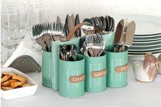 Esta es una idea DIY. Podés juntar latas en desuso, pintarlas de algún color que te guste y crear este organizador de cubiertos. Foto: htt...