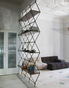 Ромбовидный стеллаж Romboidale от Пьетро Руссо: разграничитель между комнатами | AD Magazine