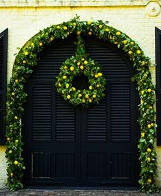 Lemon wreath and lemon arch. Christmas or wedding at William Aiken House. Corona Floral, Lemon Wreath, Noel Christmas, Christmas Ideas, Xmas, Holiday Ideas, Christmas Entryway, Christmas Blessings, Italian Christmas