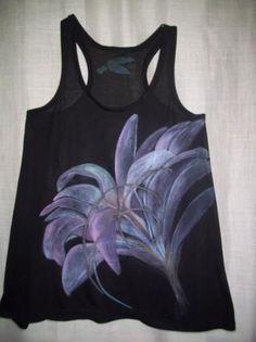 Kretica creación textil.  Camiseta pintada a mano: