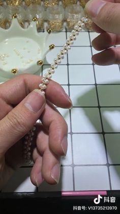 Wire Jewelry Designs, Diy Jewelry Projects, Handmade Wire Jewelry, Jewelry Crafts, Diy Bracelets Easy, Bracelet Crafts, Handmade Bracelets, Bead Jewellery, Beaded Jewelry