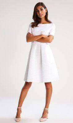 20e4b3e72b38 Die 7 besten Bilder auf Kleid   Beautiful dresses, Elegant dresses ...